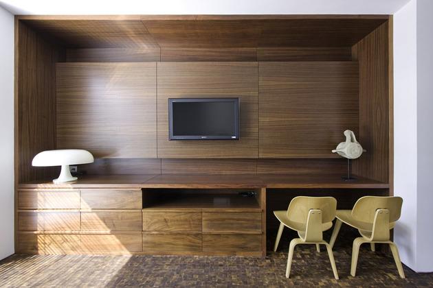 organic-interior-showcasing-raw-and-refined-wood-15.jpg