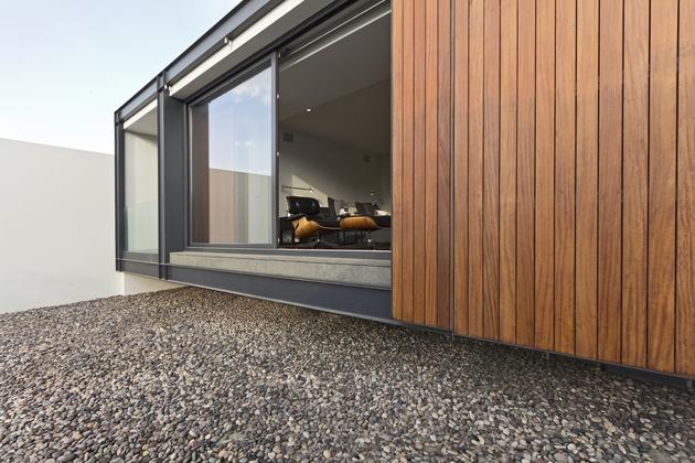 organic-interior-showcasing-raw-and-refined-wood-18.jpg