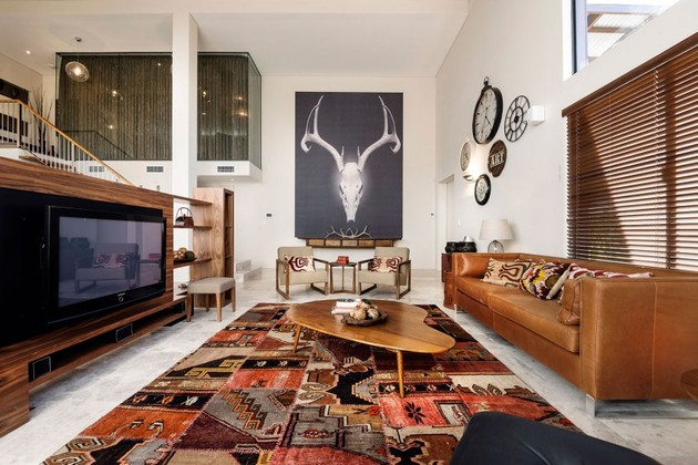 4 examples of how a large statement art piece defines the room 1 thumb 630xauto 53828 4 Examples of How a Large Statement Art Piece Defines the Room