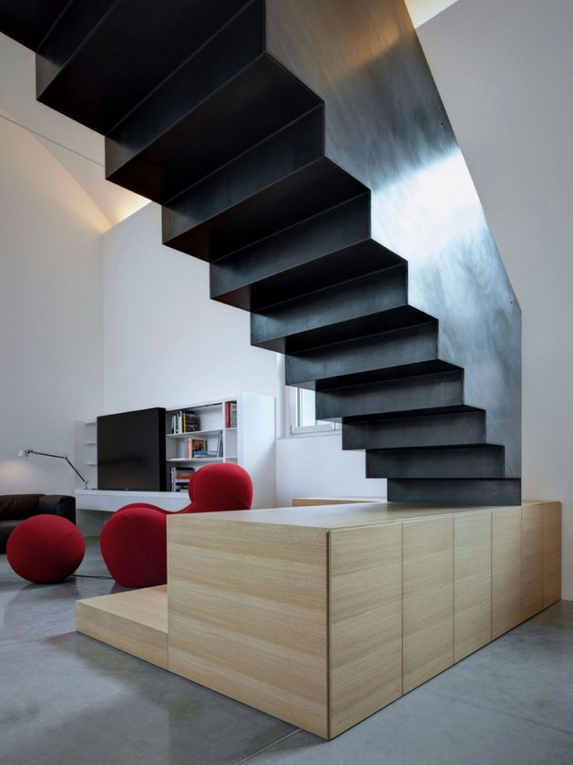 buratti architetti makes massive black metal staircase 1 thumb autox839 53724 Buratti Architetti Makes Massive Black Metal Staircase Fit Seamlessly into Modern Space