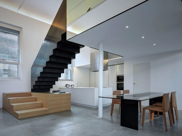 buratti architetti makes massive black metal staircase 2 thumb 630xauto 53726 Buratti Architetti Makes Massive Black Metal Staircase Fit Seamlessly into Modern Space