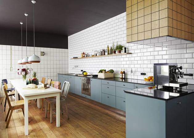 compare these two amazingly similar but different kitchens 1 thumb 630xauto 53801 White Subway Tile Kitchen Designs are Incredibly Universal:  Urban vs. Country