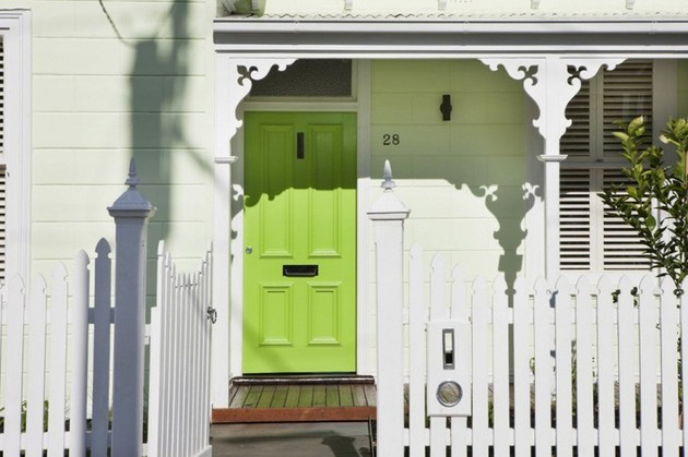 green entry door sets the green motif for the entire house 1 thumb 630xauto 53372 Green Entry Door Sets the Green Motif for the Entire House