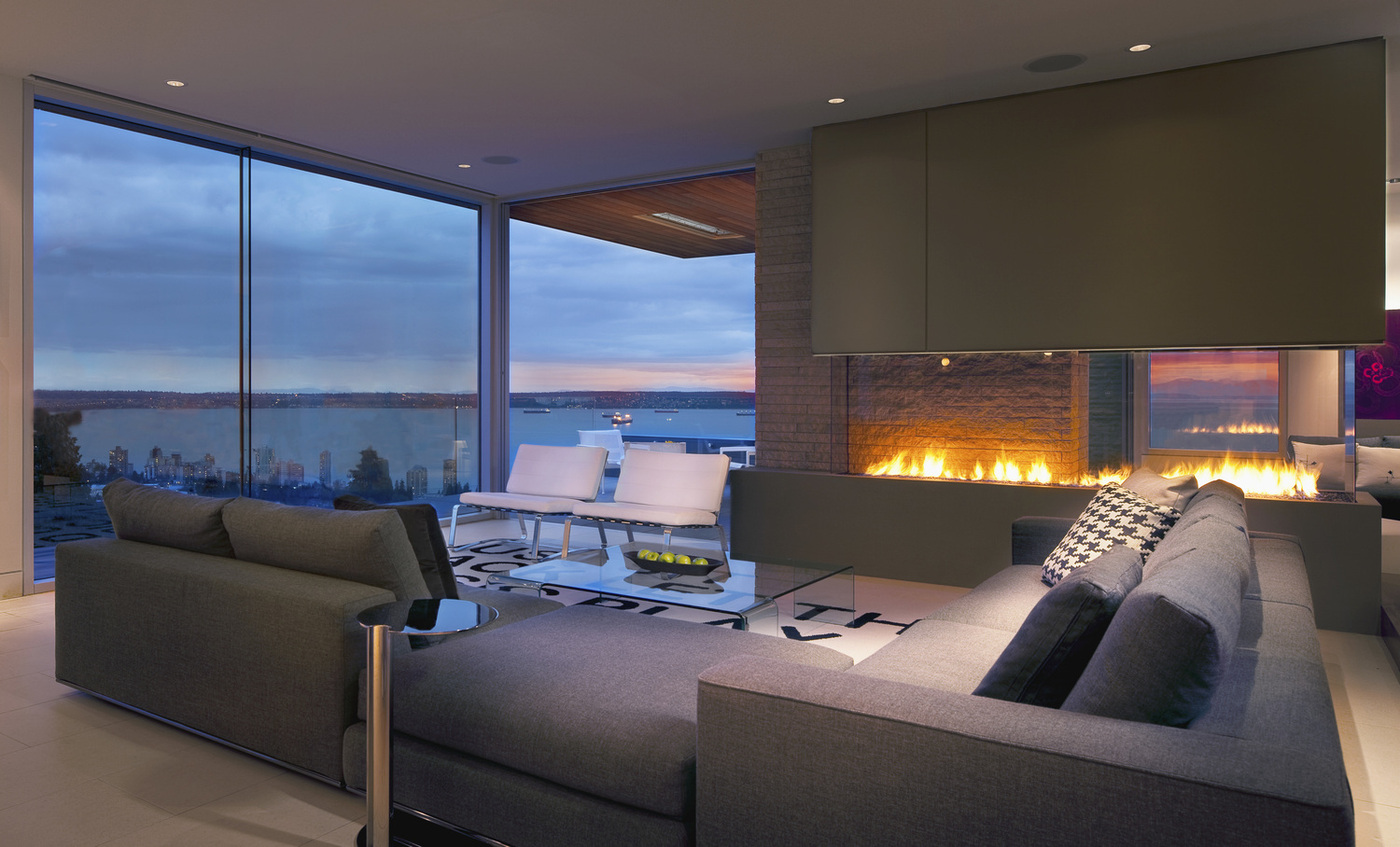 Exceptionnel Living Room With A View Of The Ocean And Of The Fire
