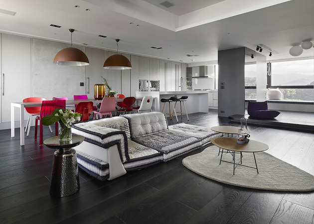 neat living room designed around popular sofa 1 thumb 630xauto 53998 Neat Living Room Designed Around Popular Sofa
