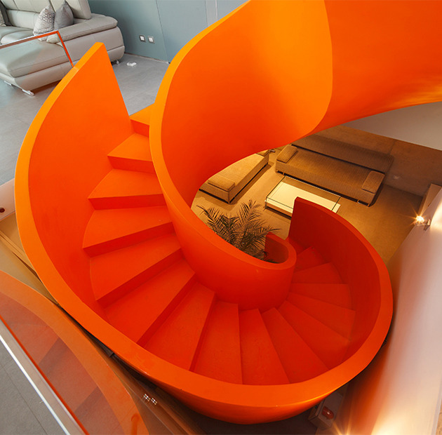 orange staircase 2 thumb 630xauto 53530 Contemporary Orange Staircase Makes Beautiful Statement