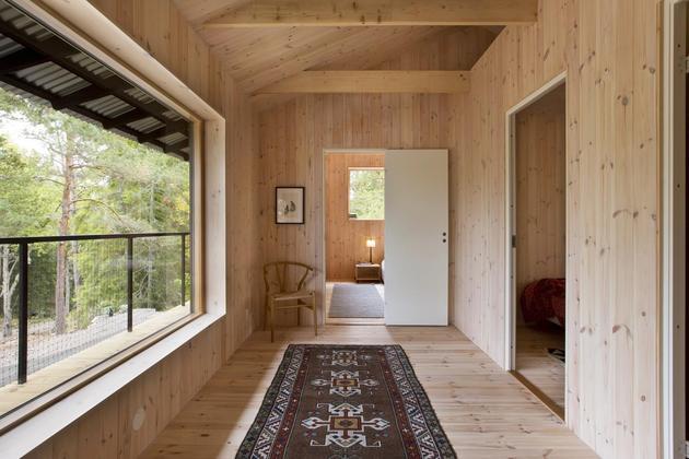 simple wooden bedroom design 2 thumb 630xauto 53937 Simple Wooden Bedroom Design