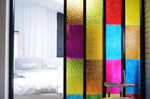 bedroom-bathroom-partition in-colored-plastic-panels-4.jpg