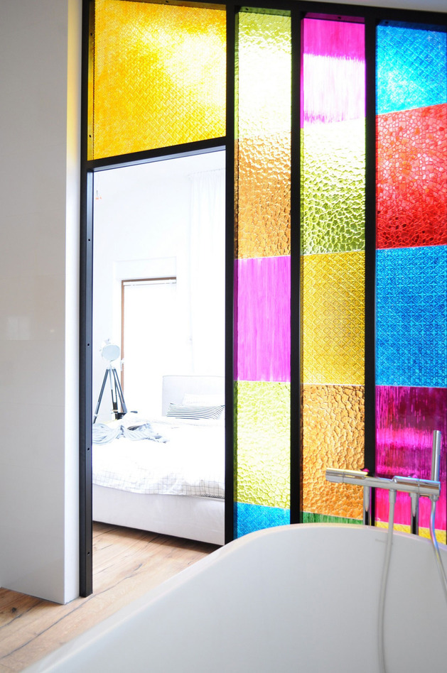 bedroom-bathroom-partition in-colored-plastic-panels-wow-5.jpg