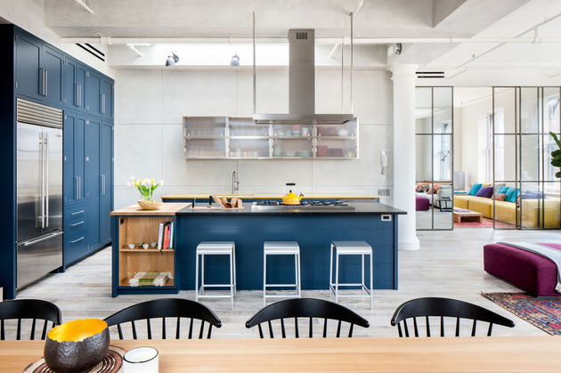 dark royal blue kitchen on light color floors 2 thumb 630xauto 54620 Royal Blue Kitchen on Light Color Floors is a Modern Contemporary Dream