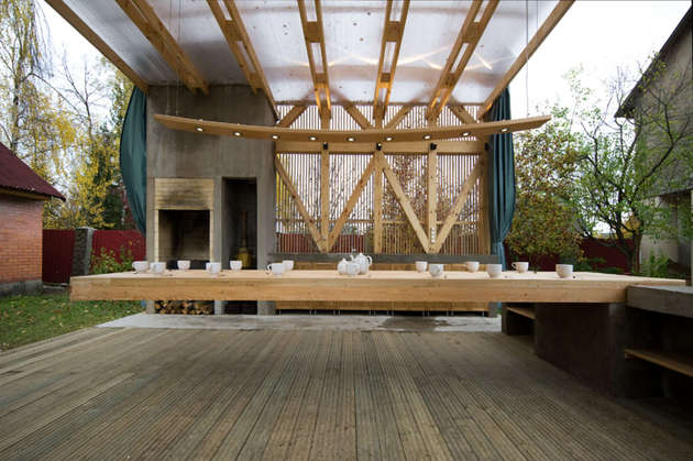 outdoor-dining-terrace-features-a-console-table-for-15-people-3.jpg