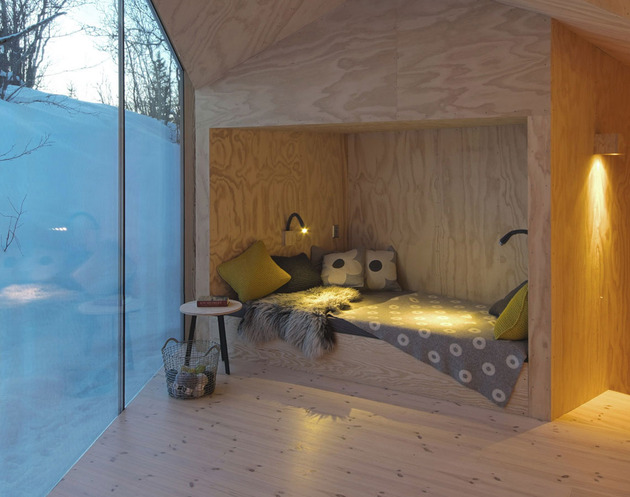 plywood sleeping nook hideout diy thumb 630xauto 54510 This Lodge has a Perfect Sleeping Nook Hideout