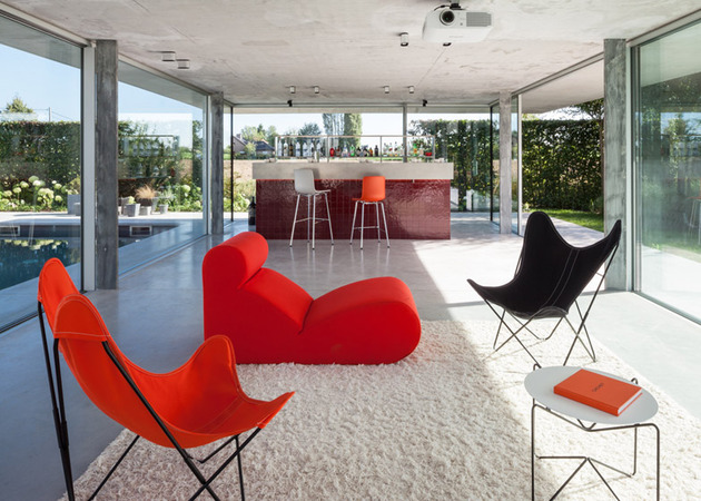 pool house bar design uses classic tile to make a modern statement 2 thumb 630xauto 55064 Pool House Bar Design Uses Classic Tile to Make a Modern Statement