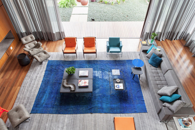 rug on rug decorating living room 1 thumb 630xauto 55124 Rug on Rug Decorating Done Right in This Living Room