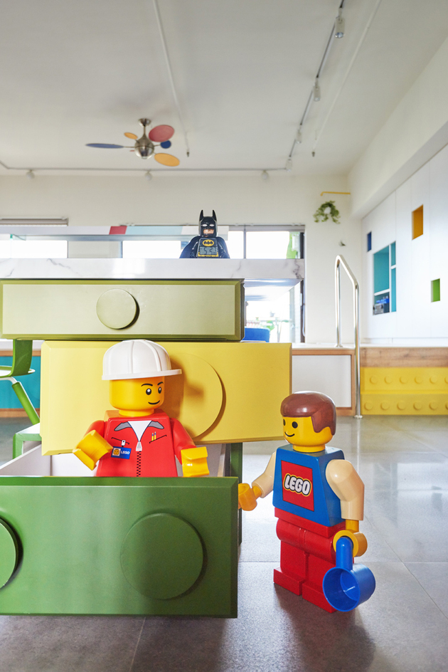 11-apartment-renovation-references-lego-modules-every-room.jpg