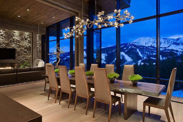 17-dramatic-chandelier-over-dining-table.jpg