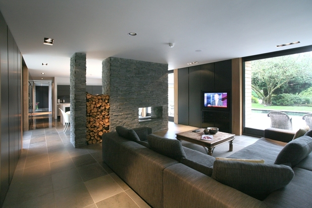 fireplace as room divider nicolas tye architects thumb 630xauto 60212 Fireplaces as Room Dividers: 15 Double Sided Design Ideas