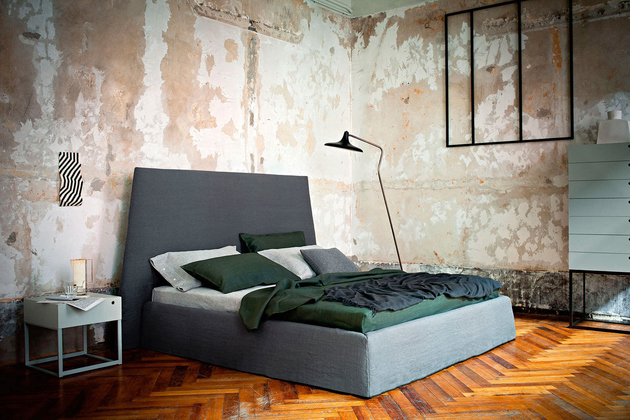 bedroom-with-distressed-walls-twiggy-ivano-redaelli.jpg