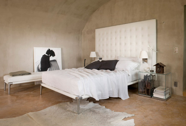 modern-bedroom-with-capitonne- headboard-cassina-volage-1.jpg