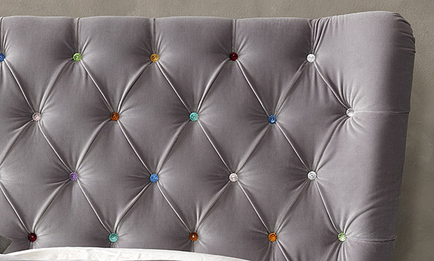 tufted-bedroom-with-swarovski-crystals-bolzan-selene.jpg
