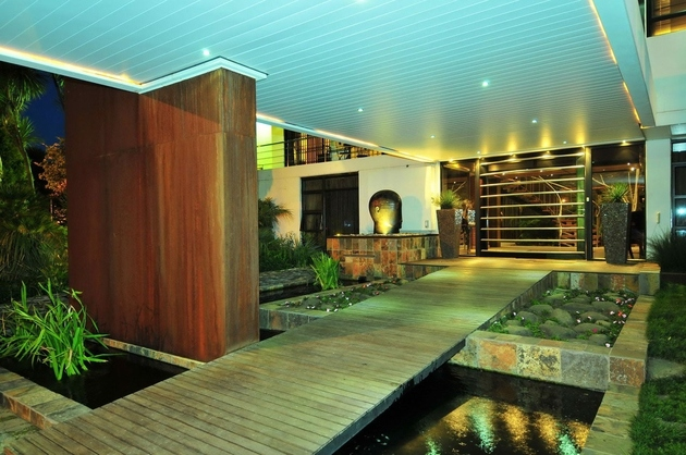 koi-ponds-and-water-gardens-for-modern-homes-19.jpg