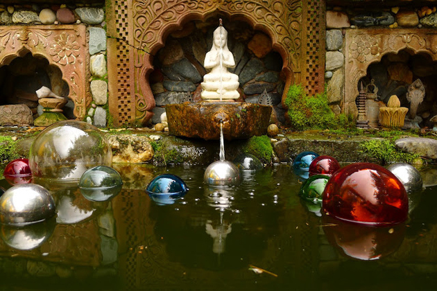 koi-ponds-and-water-gardens-for-modern-homes-33.JPG