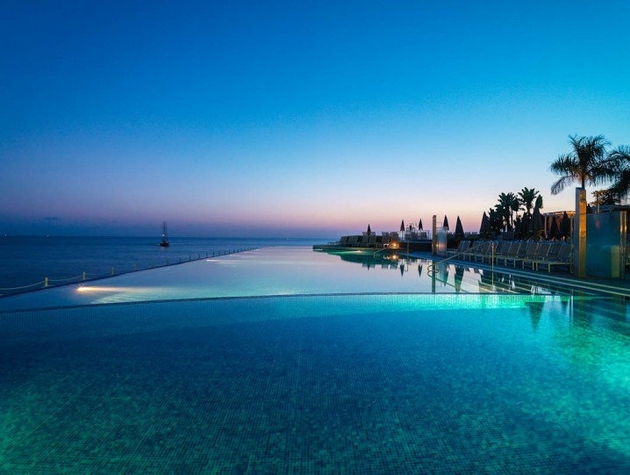 the-most-incredible-pools-on-the-planet-2.jpg