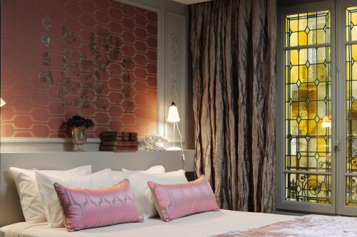 bold-french-modern-classic-interior-decor-3.jpg