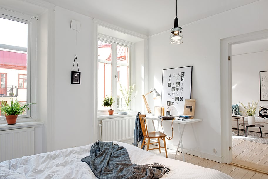 View in gallery casually-comfortable-decor-driven-apartment -sweden-bedroom-ceiling- & Casually Comfortable Decor-Driven Apartment In Sweden