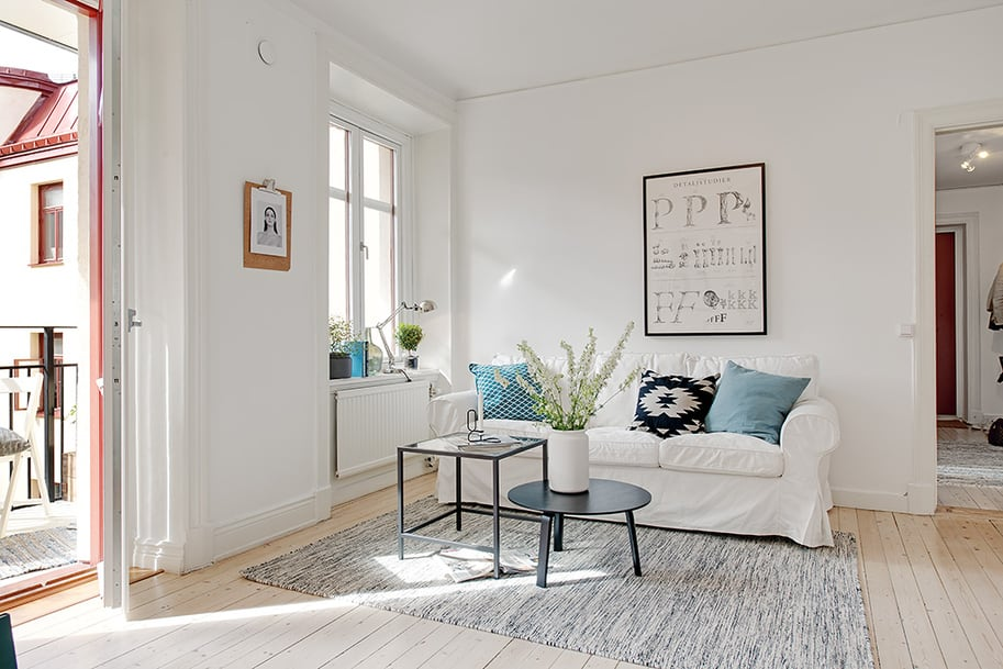 View in gallery casually-comfortable-decor-driven-apartment-sweden-couch