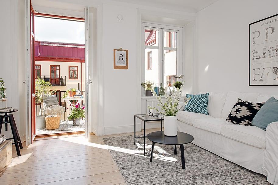 Casually comfortable decor driven apartment in sweden - Apartment living room decor ...