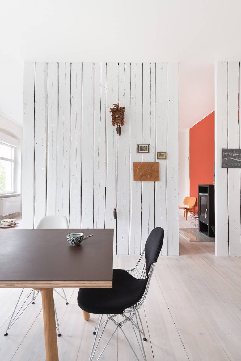 Chic Interiors With Unique Materials by Karhard Architektur