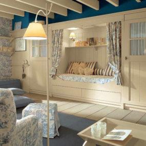 Classic English Style Children's Bedroom by Minacciolo