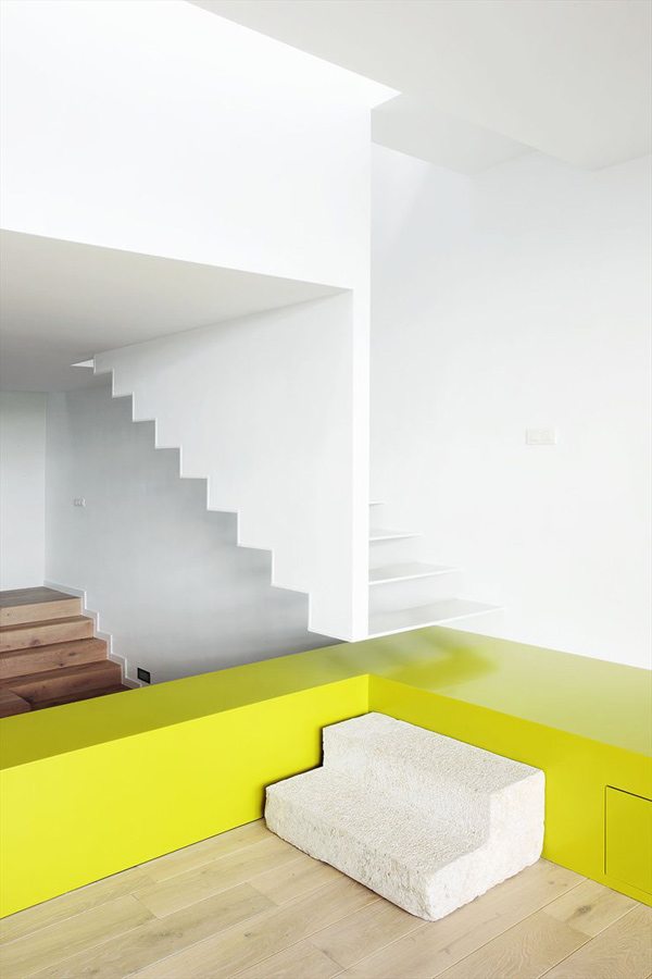 cool-color-blocking-modern-interior-5.jpg