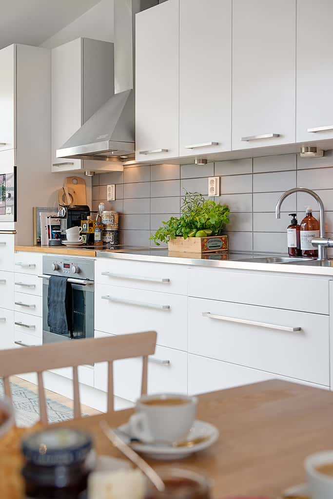 Cozy apartment decorated in pure modern scandinavian style for Cute kitchen ideas for apartments