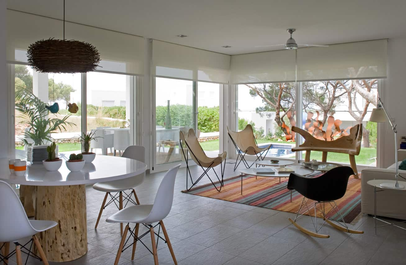 View In Gallery Eclectic Seaside House Design 7
