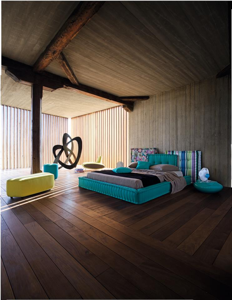 Rustic modern aqua bedroom idea by roche bobois for Aquamarine bedroom ideas