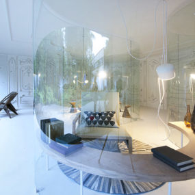 S-Shaped Glass Walls Connect Indoors and Out