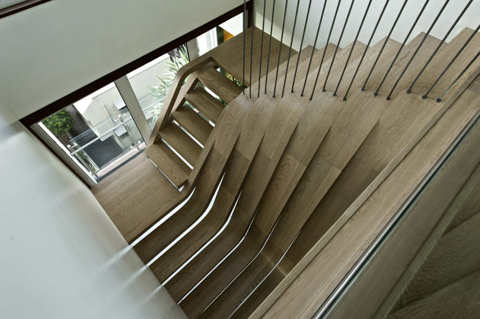 View In Gallery Scary Cool Spinal Staircase 3