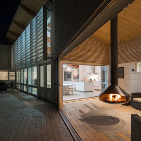 Swiveling Hanging Fireplace Serves as Heat for Both Indoors and Outdoors