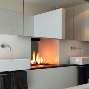 Fireplace Between Two Rooms – Unique Design by Modus