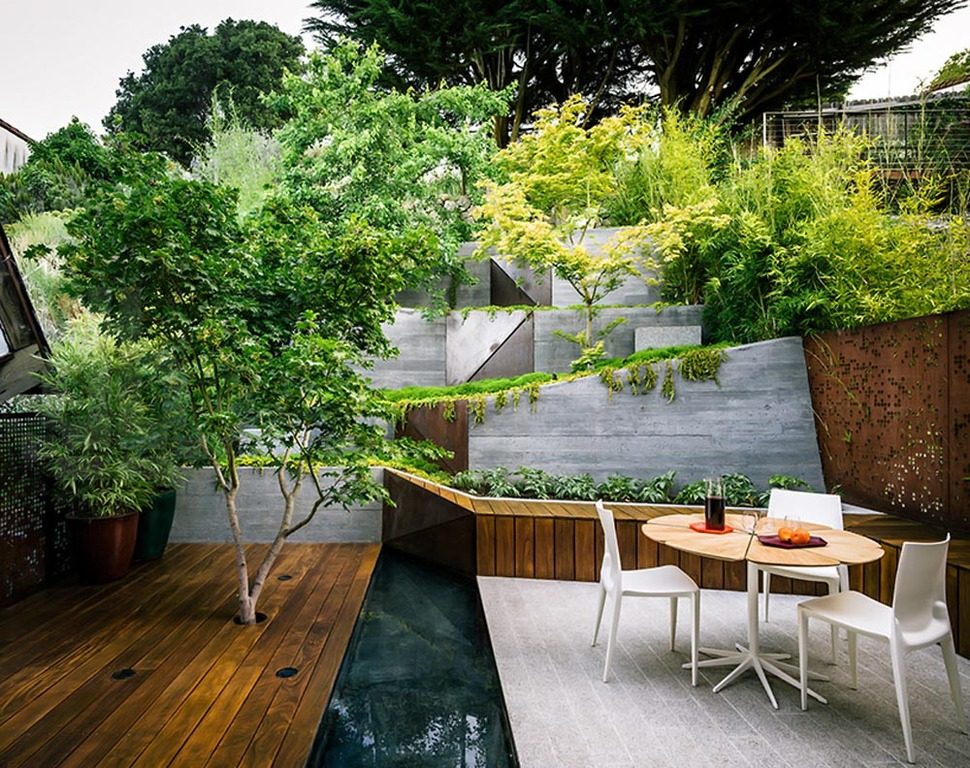 Multi layered japanese style garden and sitting area for Best home garden ideas