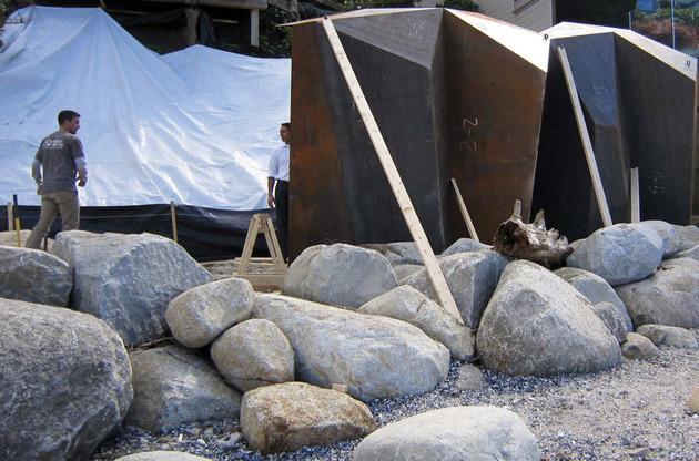 modern-sculptural-seawall-10.jpg