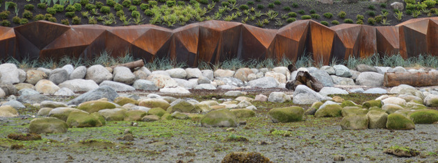 modern sculptural seawall 2 thumb 630xauto 46953 Modern Sculptural Seawall by Paul Sangha Landscape Breaks Waves and Boundaries
