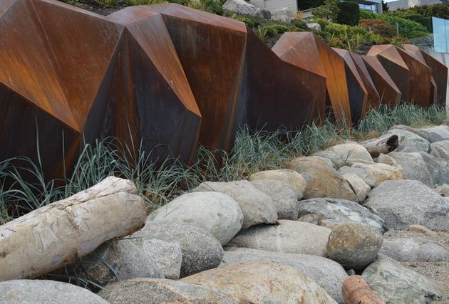modern-sculptural-seawall-3.jpg