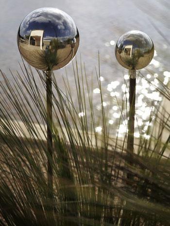 blomus-bola-garden-globe-set-3.jpg