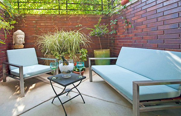 Charmant Cozy Outdoor Space Featuring Stainless Furniture By Modernica