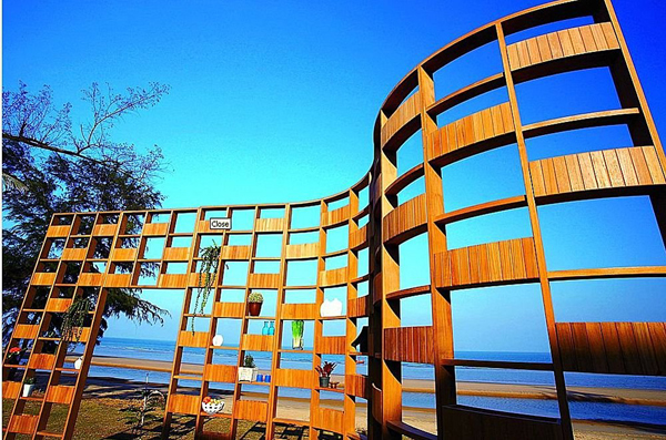 deesawat-outdoor-furniture-green-wall-3.jpg