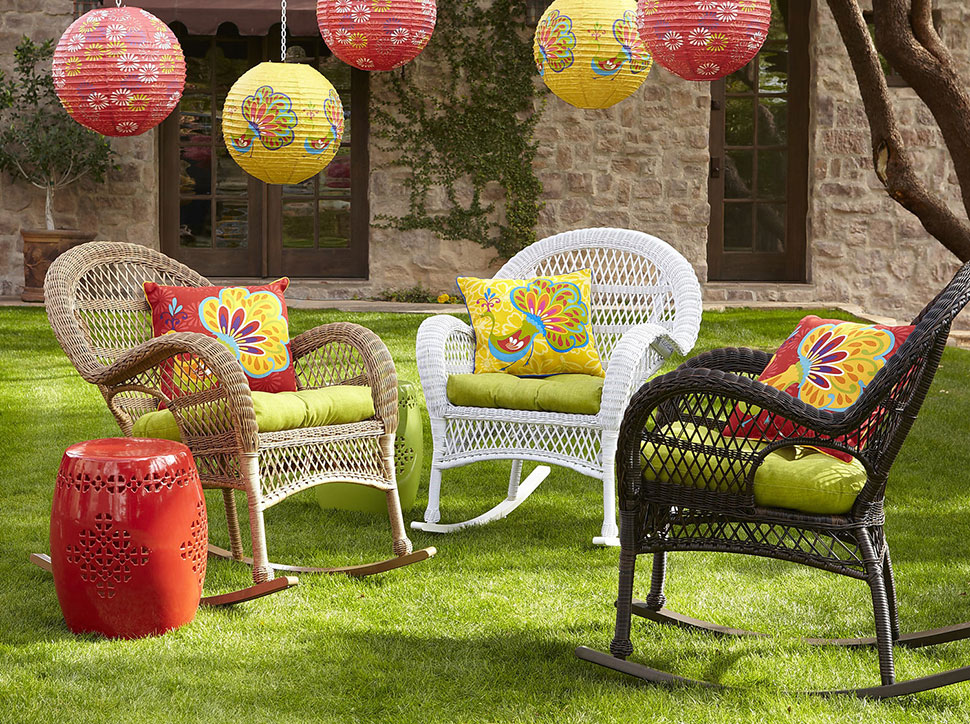 Wicker in colors garden decor inspirations by pier1 for Garden products catalog