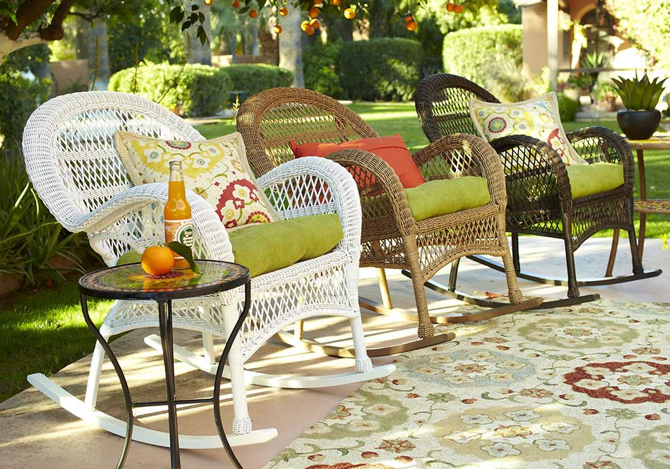 Wicker in colors garden decor inspirations by pier1 - Outdoor decoratie zwembad ...